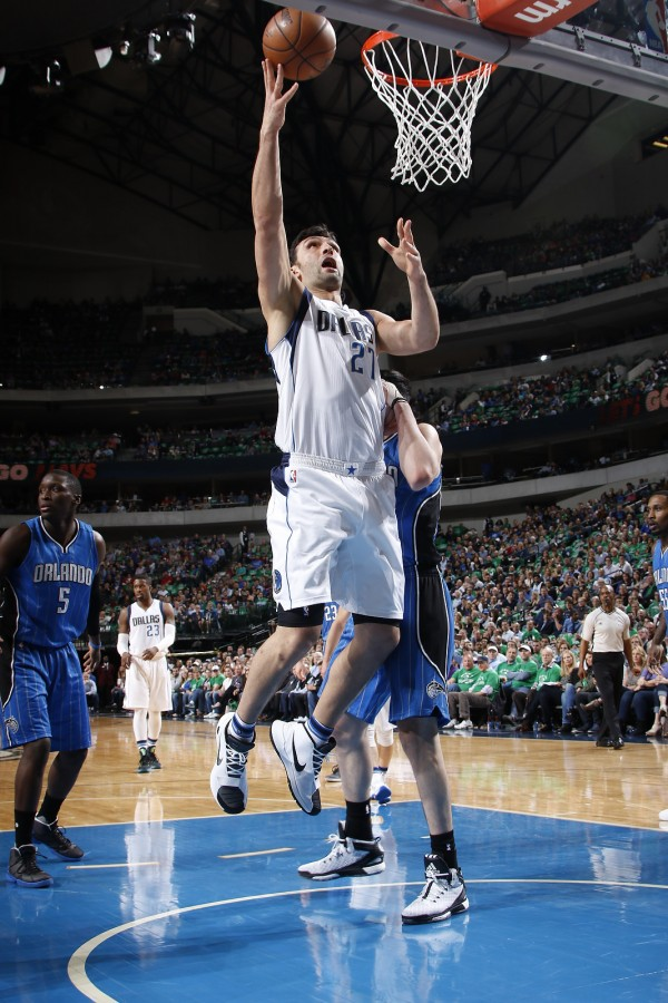 DALLAS, TX - MARCH 1: Zaza Pachulia #27 of the Dallas Mavericks goes in for the lay up against the Orlando Magic on March 1, 2016 at the American Airlines Center in Dallas, Texas. NOTE TO USER: User expressly acknowledges and agrees that, by downloading and or using this photograph, User is consenting to the terms and conditions of the Getty Images License Agreement. Mandatory Copyright Notice: Copyright 2016 NBAE (Photo by Glenn James/NBAE via Getty Images)