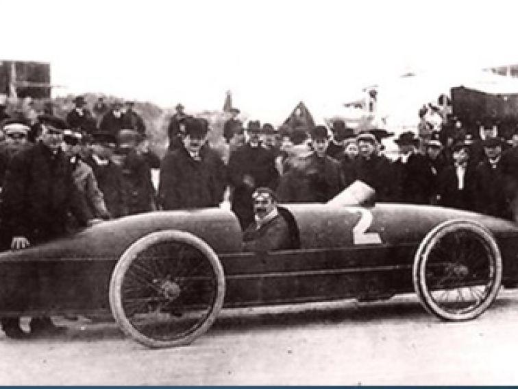 ორთქლზე მომუშავე Stanley Rocket - პირველი ავტომობილი, რომელმაც გადალახა რუბეჟი 200 კმ/სთ (1906 წ.)