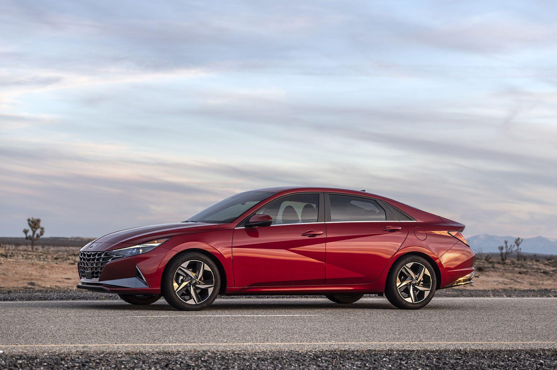 2021 Hyundai Elantra - მომხიბლელი და ეკონომიური