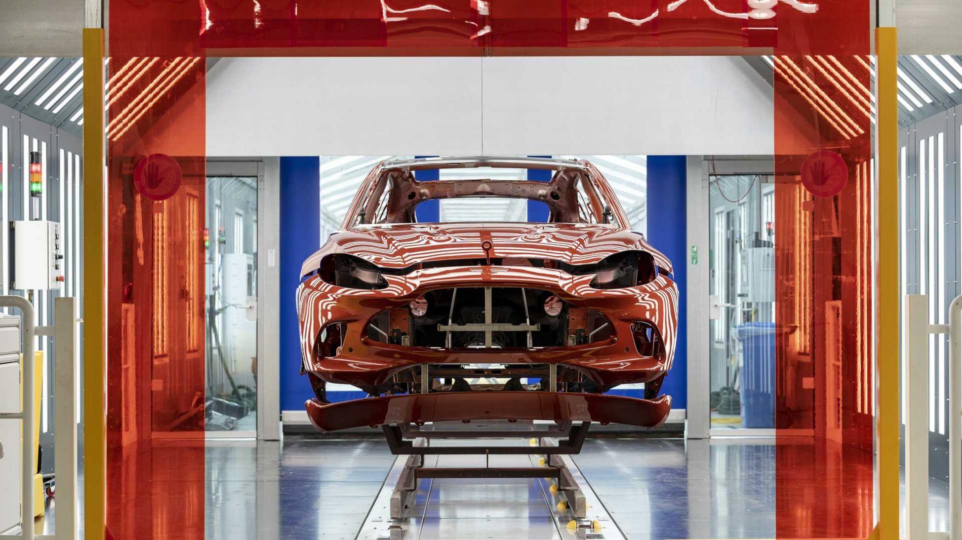 პირველი Aston Martin DBX კონვეირიდან ჩამოვიდა