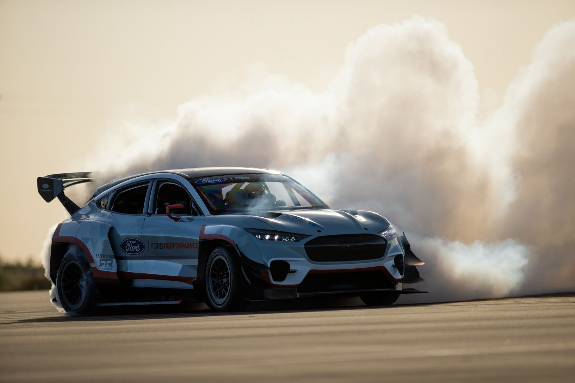 Mustang Mach-E 1400 - ელექტრო დრიფტ-ქარი