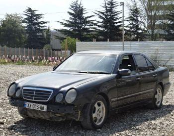 Վաճառվում է MERCEDES-BENZ E 220