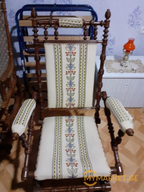 ანტოკვარული საქანელა სკამები
