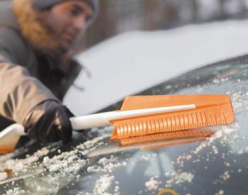 Fiskars SnowXpert brush and ice scraper